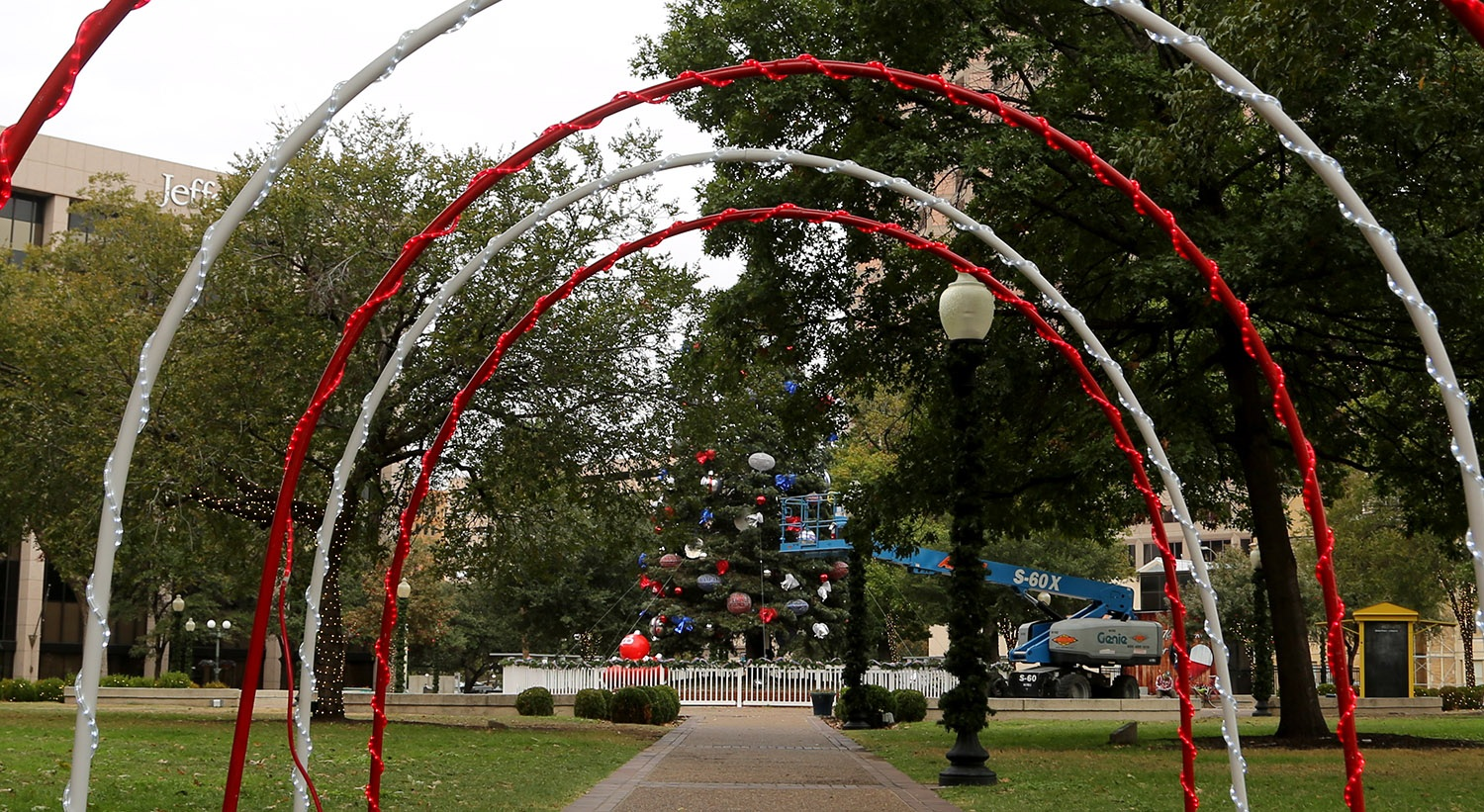 The H-E-B Christmas tree is decorated on Nov. 23, 2020, at Travis Park. <em>Photo by Ben Olivo | Heron</em>