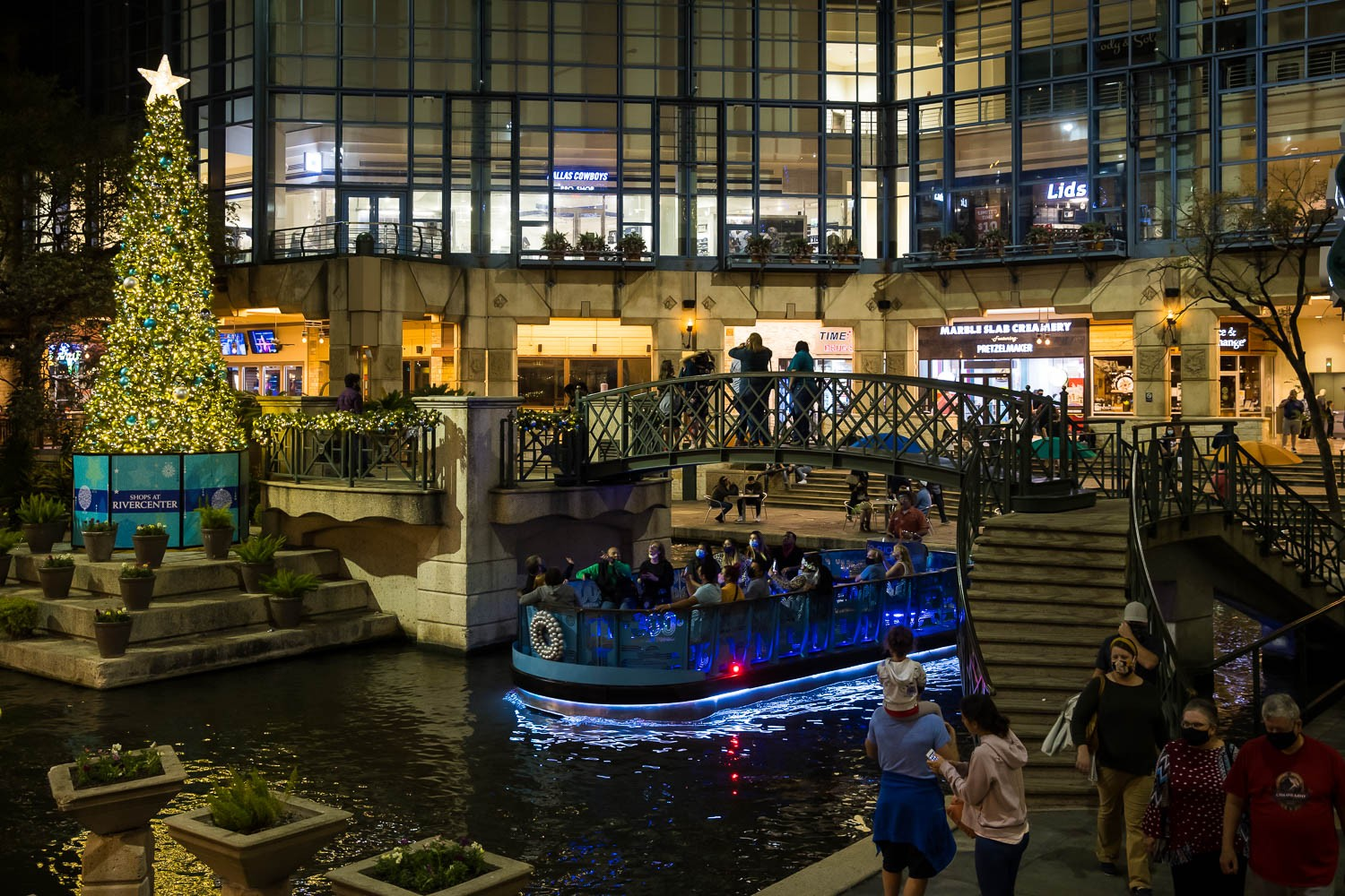 People take in the River Walk at Rivercenter on Nov. 26, 2020. Photo by Stephanie Marquez | Heron contributor