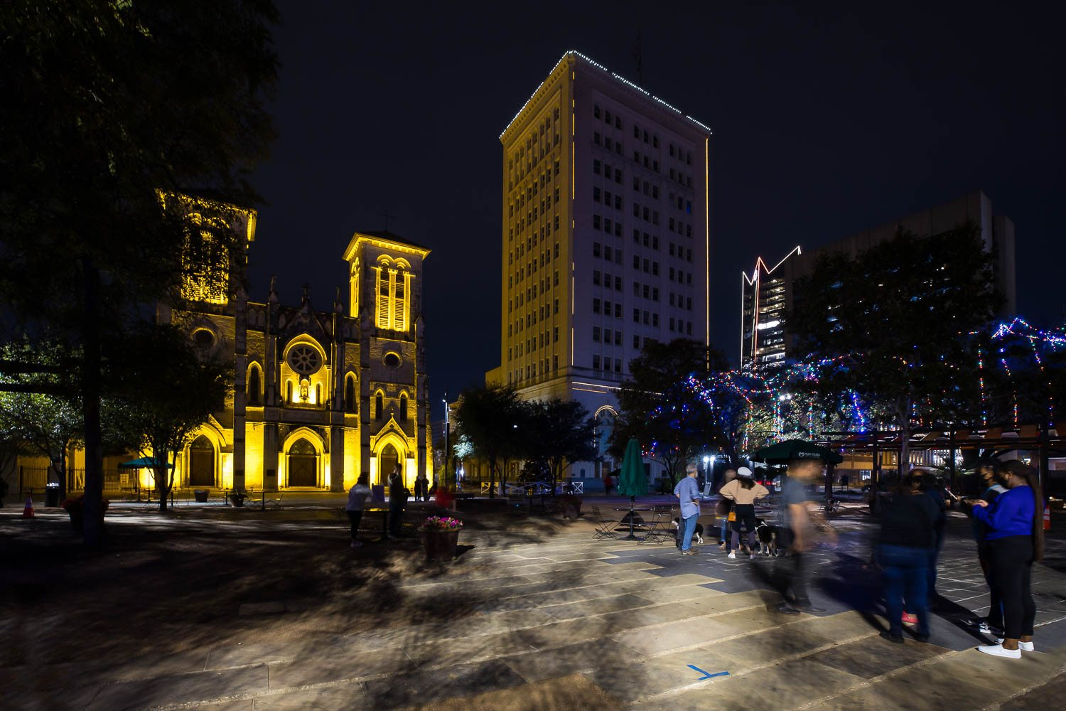 People take in Main Plaza on Nov. 26, 2020. Photo by Stephanie Marquez | Heron contributor