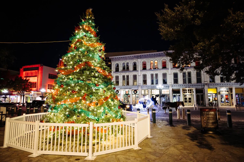 A Christmas tree stands at Alamo Plaza on Dec. 1, 2020. Photo by Chris Stokes | Heron contributor