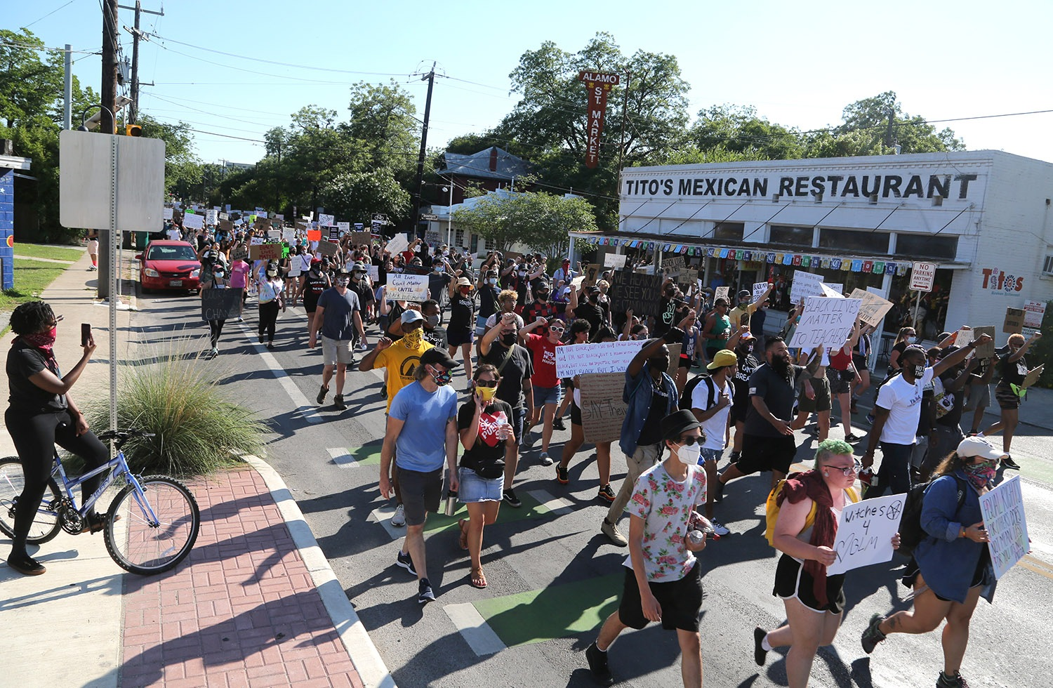 Black Lives Matter protest organized by the Ambitious Young Activists makes its way up South Alamo Street in King William on the way to La Villita on Monday afternoon, June 8, 2020. <b><em>Photo by Ben Olivo | Heron</em></b>