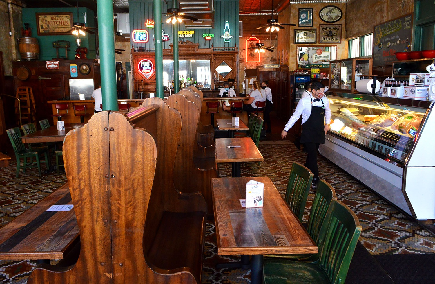Schilo's on East Commerce Street makes every other table available for dine-in in this photo taken Sept. 24, 2020. <b><em>Photo by Victoria Martinez | Heron contributor</em></b>
