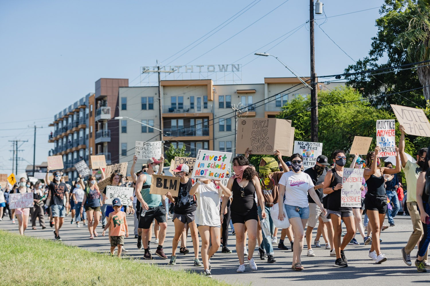 A Black Lives Matter protest makes its way from Blue Star Arts Complex to La Villita on Monday, June 8, 2020. <b>Photo by Isaiah Alonzo | Heron contributor</b>