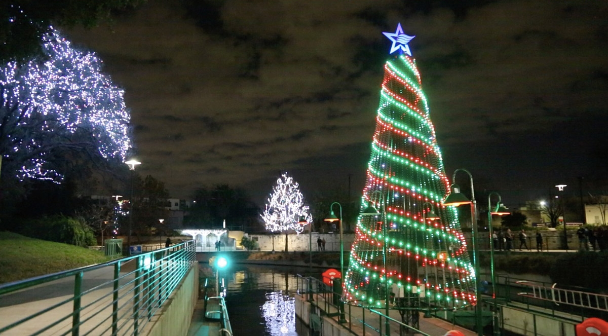 The Christmas lights display at the lock and dam on the San Antonio River. <em><b>Photo by Ben Olivo | Heron</b></em>
