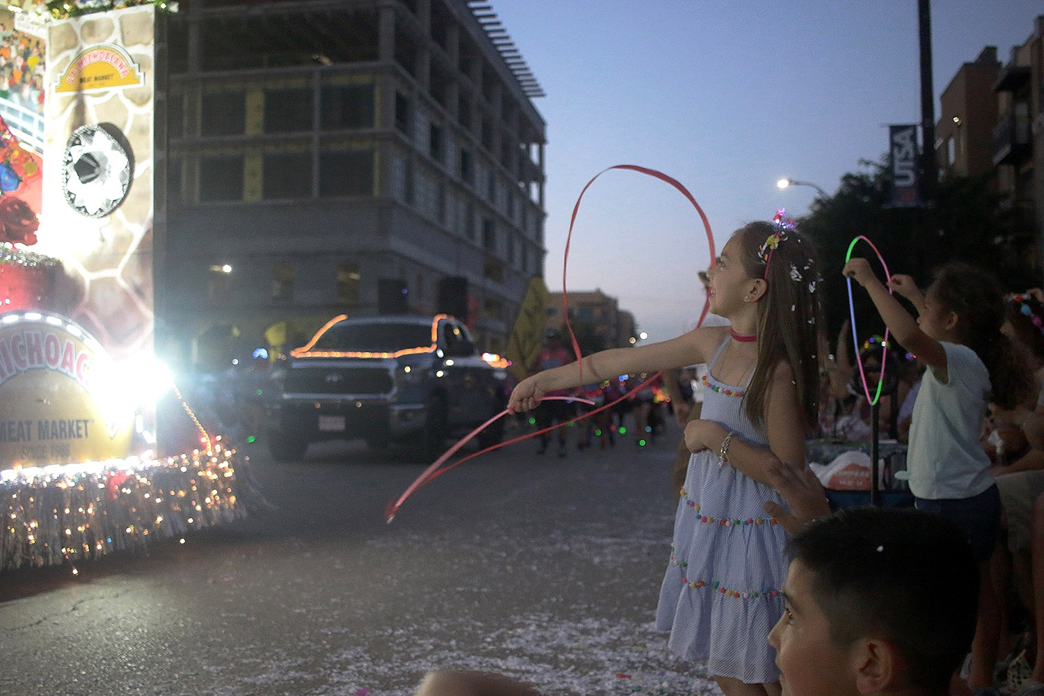 Amelia Stephenson, 6 enjoying the parade with family during Fiesta Flambeau Saturday night April, 27 2019. <em>Photo by Noah Alcala Bach | Heron contributor</em>