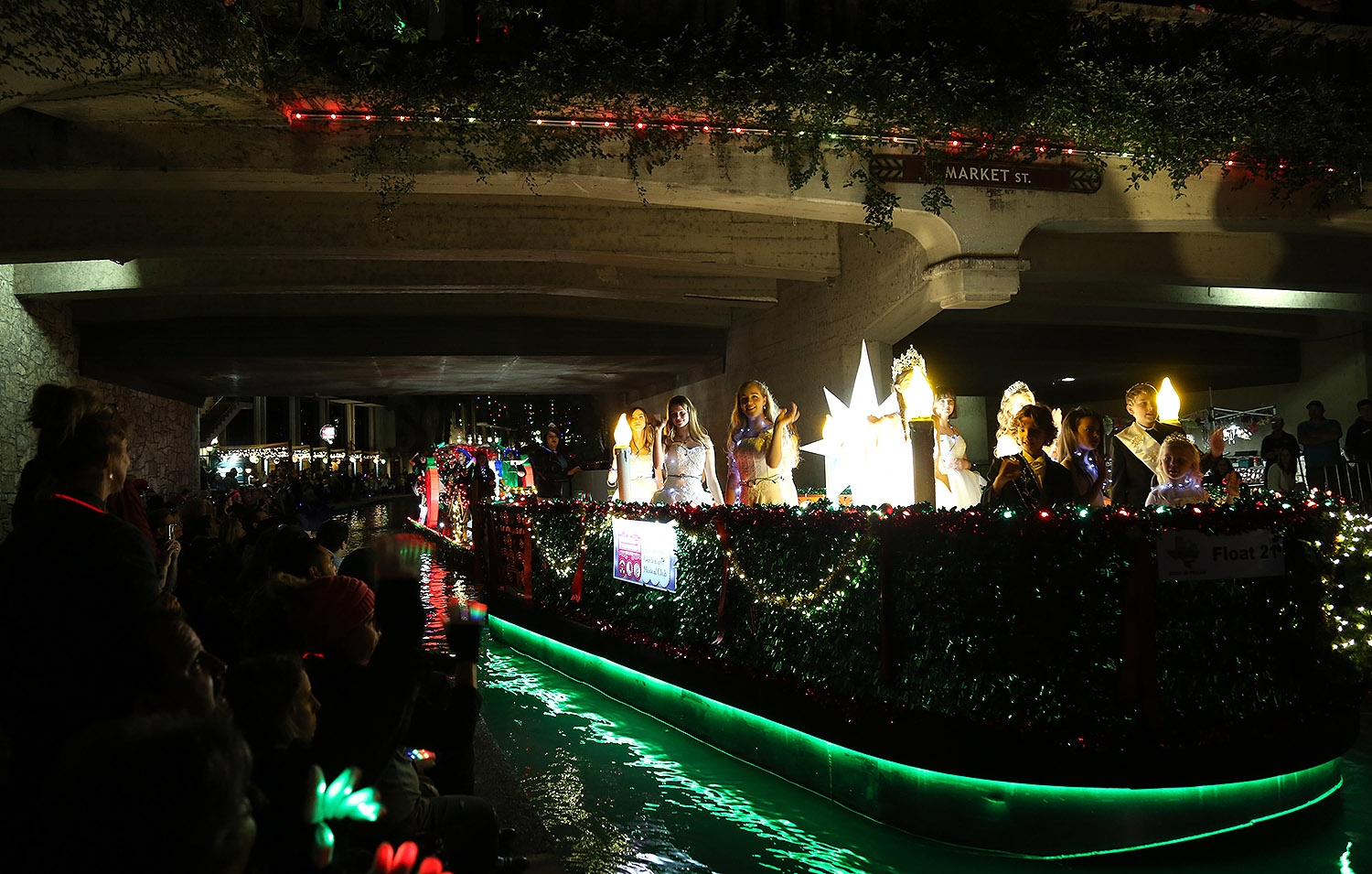 The 2018 Ford Holiday River Parade. <em><b>Photo by Ben Olivo | Heron</b></em>