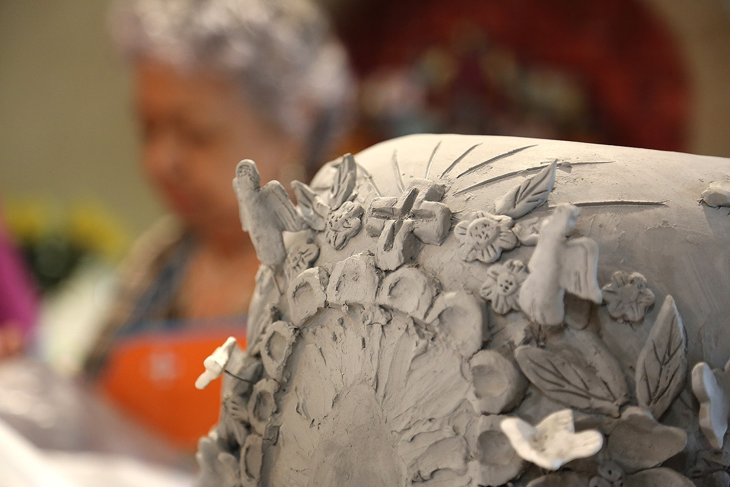 A work-in-progress by members of the MujerArtes women's clay cooperative.