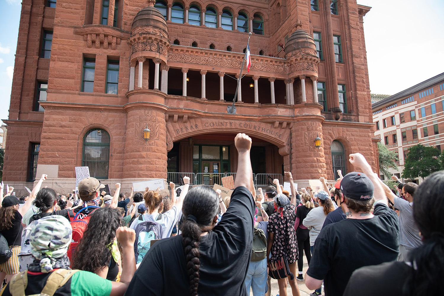 Protestors arrive at the Bexar County Courthouse, Thursday, June 4.Photo by V. Finster | Heron Contributor