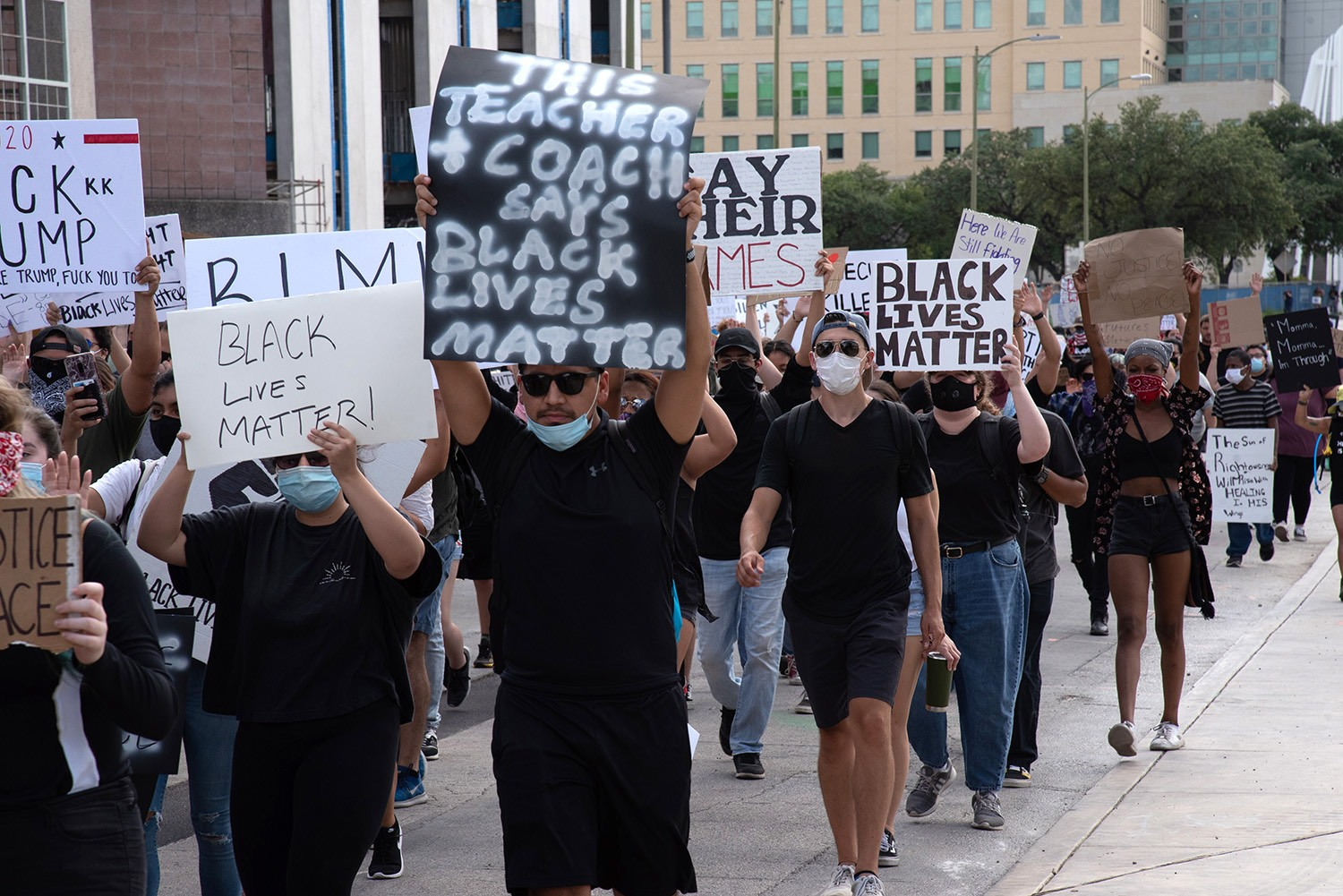 Protestors walk to the Bexar County Courthouse, Thursday, June 4 on W Nueva St.Photo by V. Finster | Heron Contributor