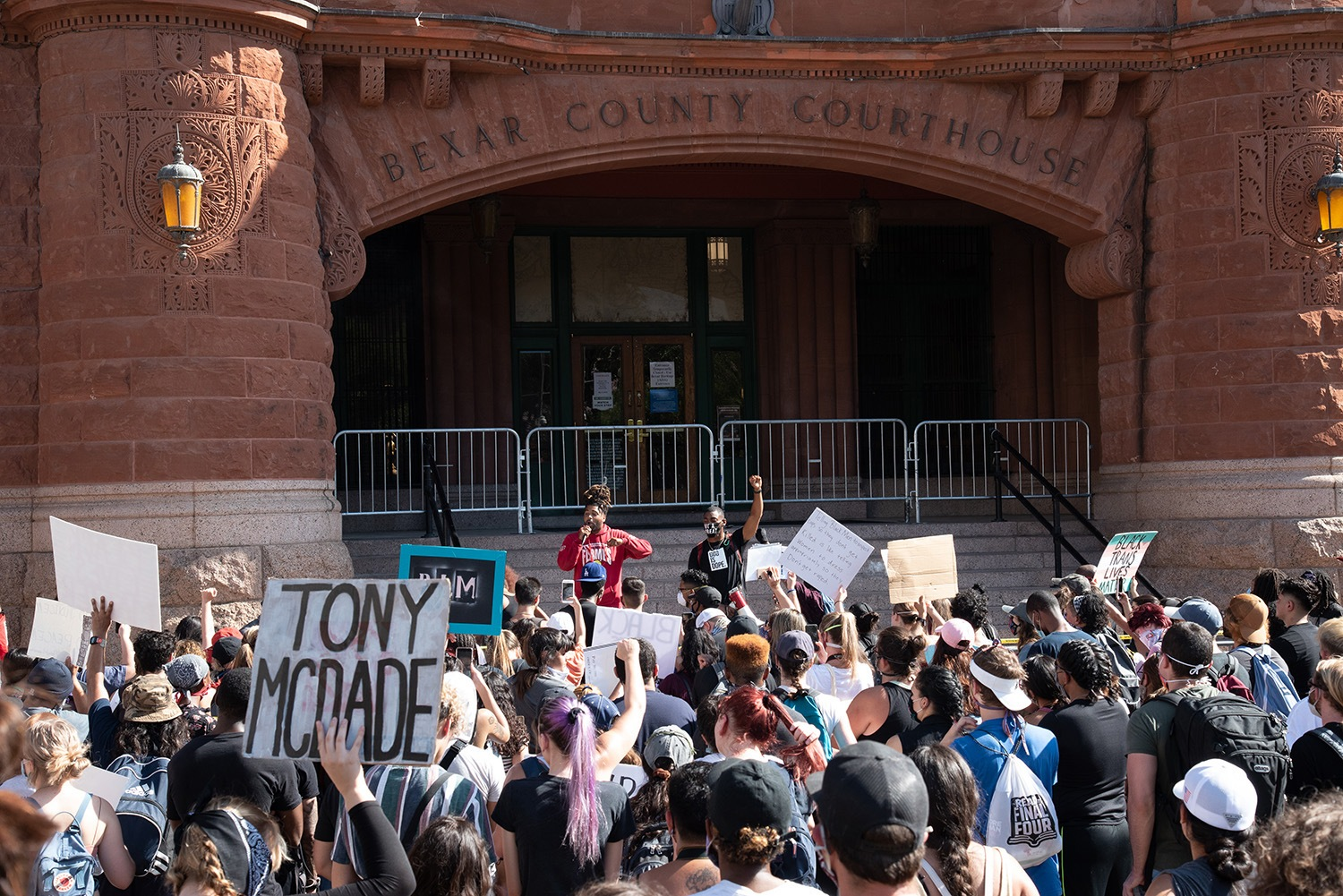 Protestors gather at the Bexar County Courthouse, Thursday, June 4.Photo by V. Finster | Heron Contributor