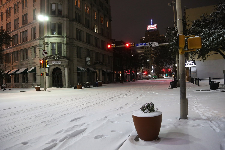 Snow falls over downtown San Antonio at 2 a.m. Monday, Feb. 15, 2021. <em>Photo by Ben Olivo | Heron</em>