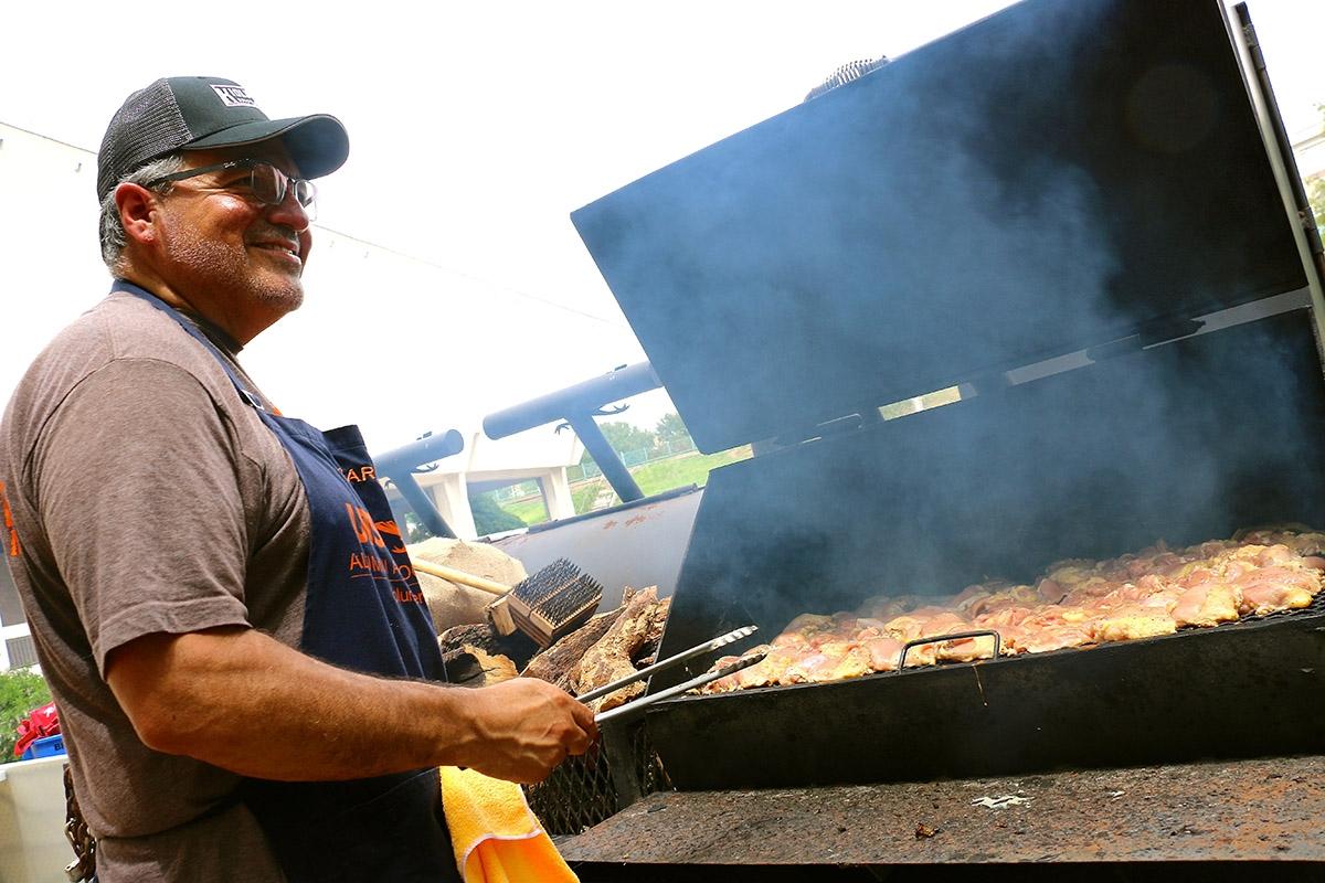 UTSA  fan  Gary  Fernandez,  gets  the  grill  going  at  the  UTSA  vs.  Baylor  tailgate  on  September  8,  2018. <em><b>Yvonne Zamora | Heron contributor</b></em>