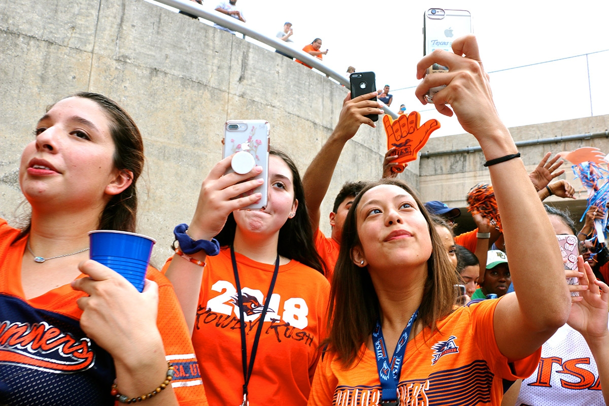 UTSA  fans  wait  for  the  Spirit  Walk  precision  to  begin.  The  event  is  a  tradition  that  takes  place  at  tailgate  before  every  UTSA  home  game. <em><b>Yvonne Zamora | Heron contributor</b></em>