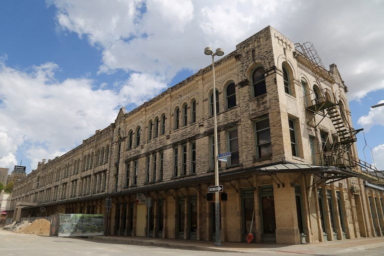 The former Continental Hotel, 322 W. Commerce St., will be sold to a developer for the production of mixed-use, mixed-income housing. Photo taken by Ben Olivo | Heron on Sept. 9, 2019