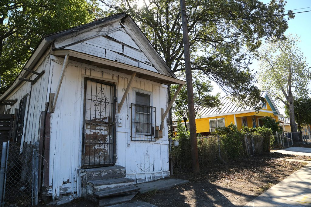 This shotgun house is located on the Rinconcito de Esperanza property on South Colorado Street, which is a historic district.